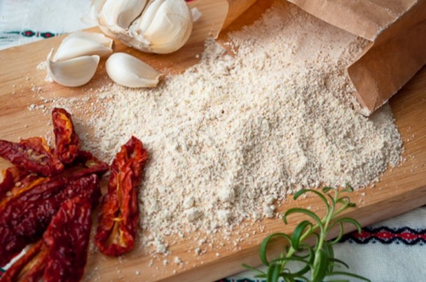Einkorn Flour with Dried Tomatoes and Garlic